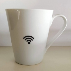 """Tazza """"All You Need Is Love And WiFi"""" (verso, simbolo WiFi)"""